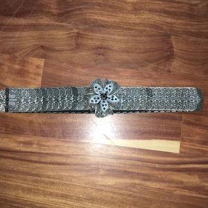 Gorgeous stretch metal belt w/rhinestone flower
